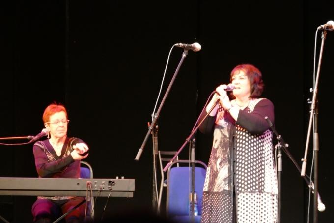Photo Tríona and Maighréad Ní Dhomhnaill, Tom Crean Concert